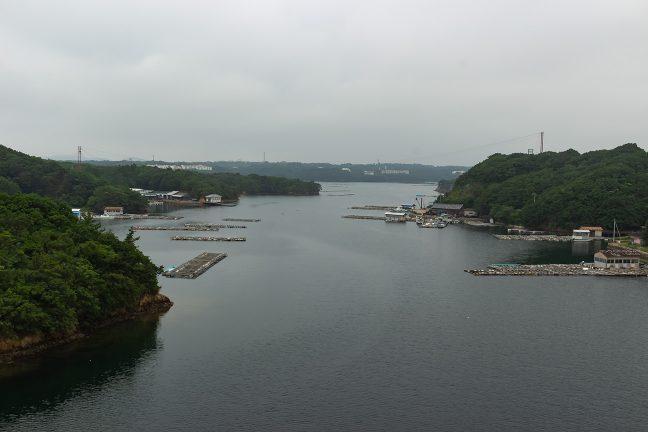 賢島大橋を渡る