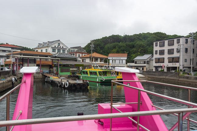 まだ観光客の姿もない賢島港を出港