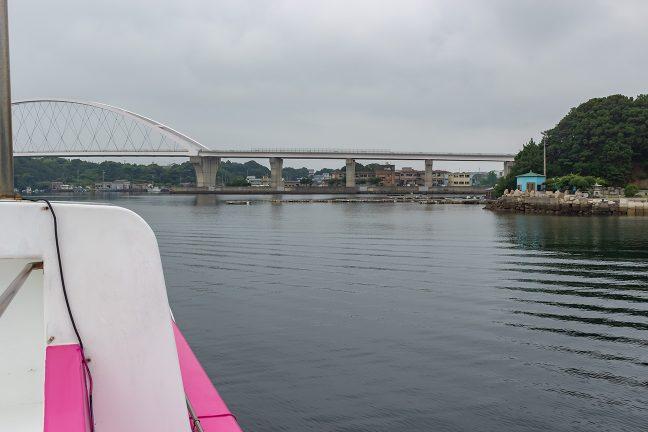 比較的大きな和具漁港と街並み