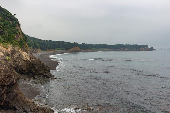 外海に面した海岸線は施設もなく未開な雰囲気