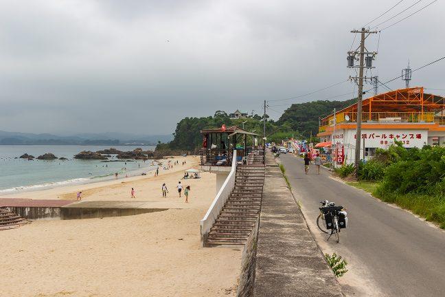 海水浴客とキャンプ客で賑わう白浜周辺