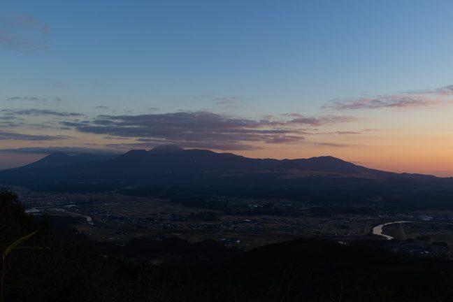 矢岳高原への登り道から眺める霧島連山