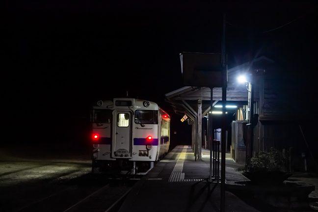 20時半過ぎになって、吉松に下る最終列車が到着した