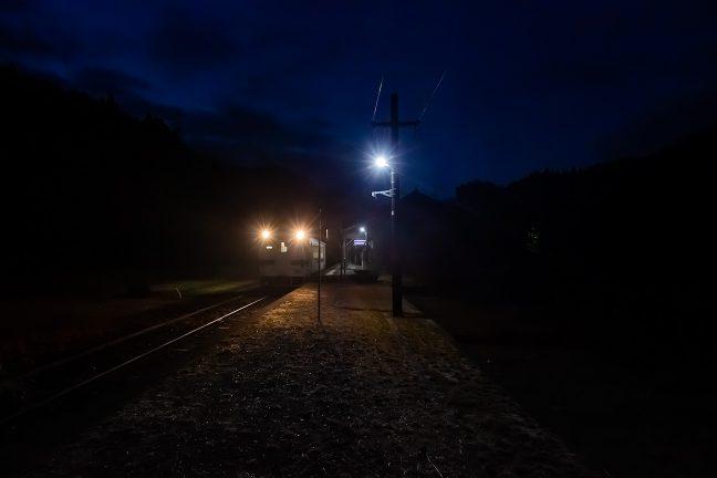 年の瀬のこの日は、矢岳駅からの乗客の姿は無かった