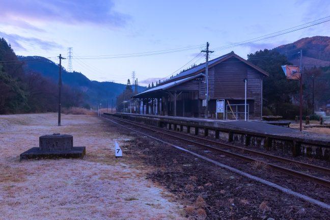 JR肥薩線・矢岳駅(熊本県:2016年12月)