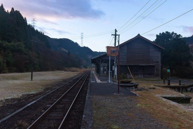 最後にホームから駅を眺めて出発することにした