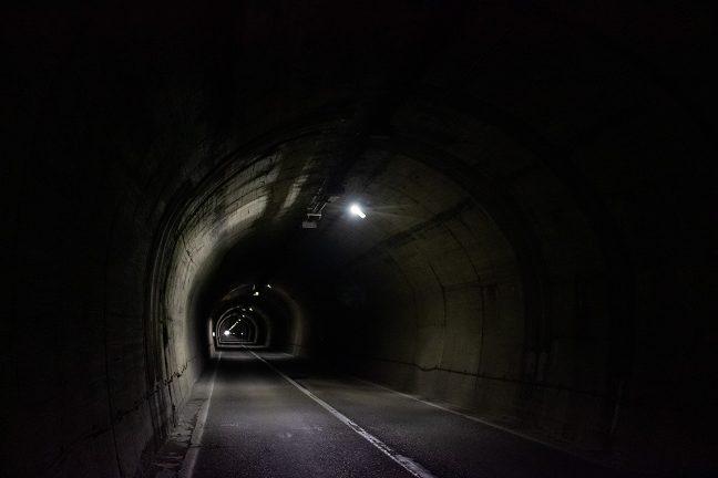 バイパスの開通によってほとんど交通量が無くなった仙人トンネル内部