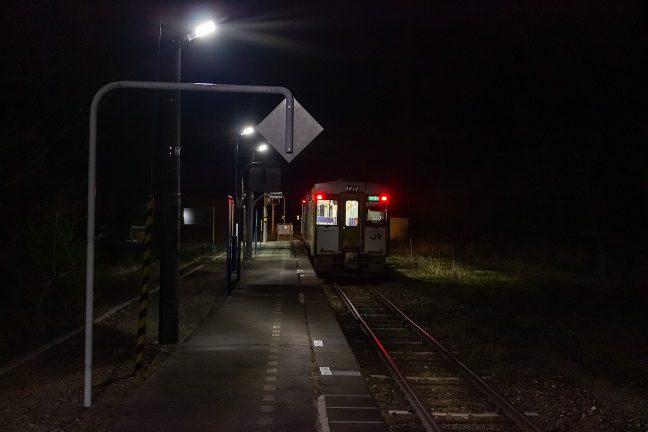 21時過ぎには遠野方面に向かう最終列車が出発していく