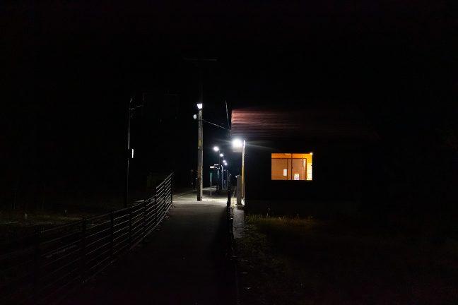 訪れる者も居ない上有住駅の待合室