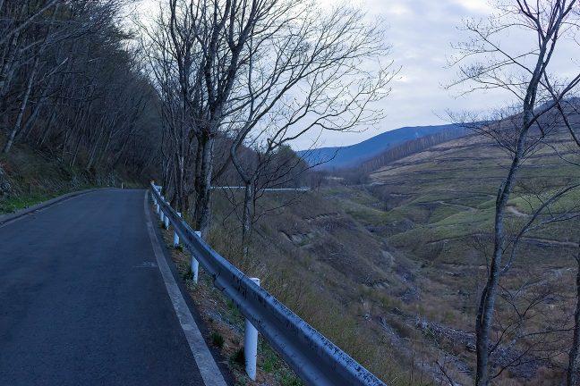 箱根峠の住田町側は比較的緩やかな登りが続く