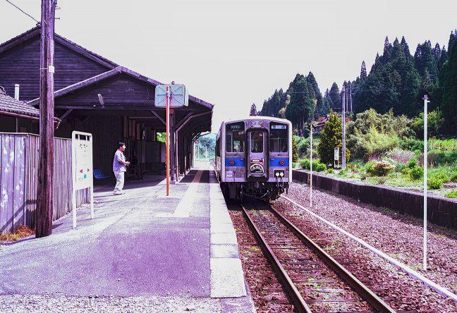 下り線ホームが残っていた矢岳駅