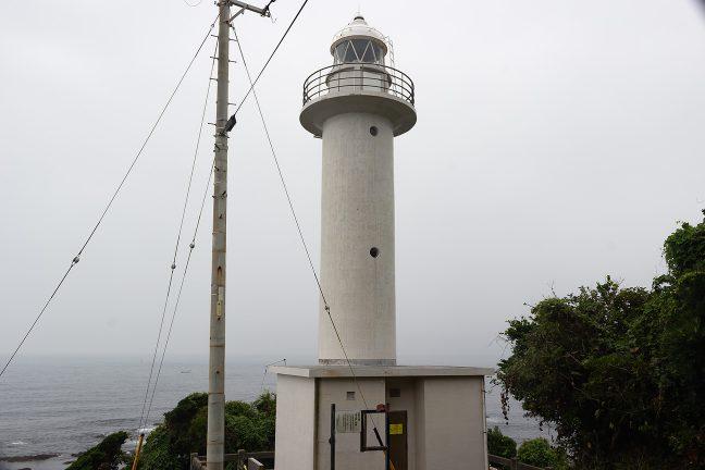 太平洋に面した片田の集落にある麦崎灯台に到着
