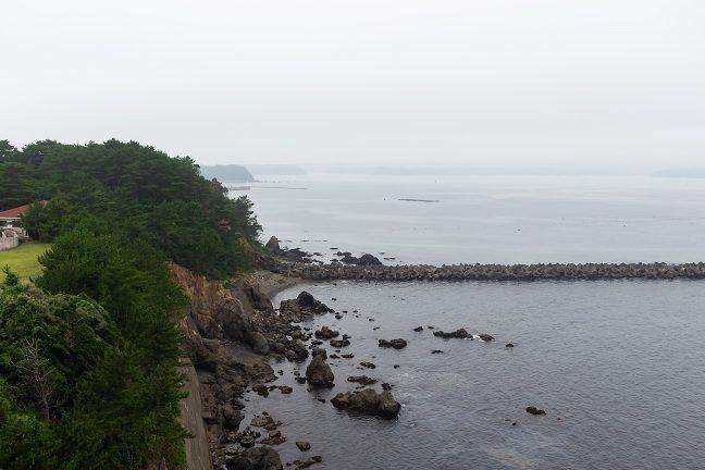安乗崎から的矢湾方面も曇天に霞んでいた