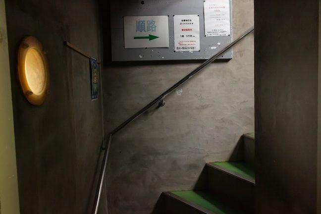 秘密の探検通路のような安乗埼灯台内部