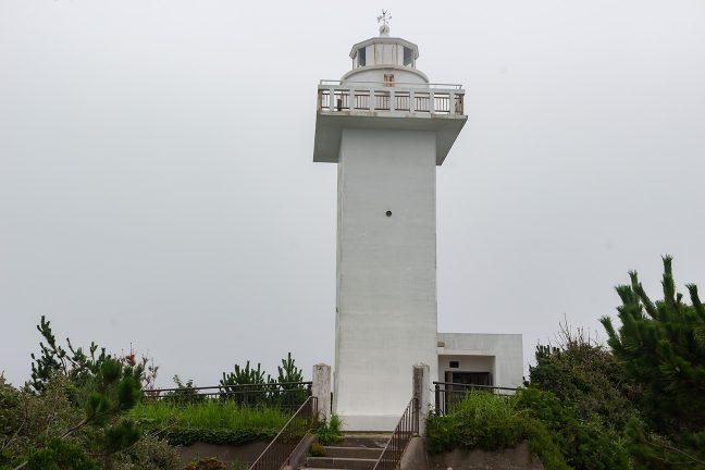 四角い構造が特徴的な安乗崎灯台