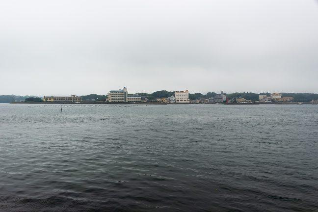渡鹿野島対岸渡船場から眺める渡鹿野島