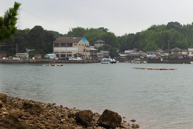 三ケ所の渡船場から船が離岸した