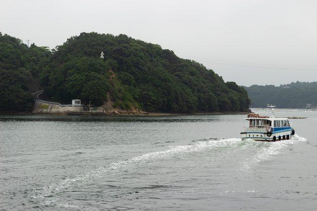 渡鹿野島北岸の赤崎には航路標識が据え付けられている