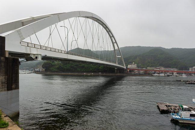 志摩大橋と同じニールセンローゼ橋の麻生の浦大橋