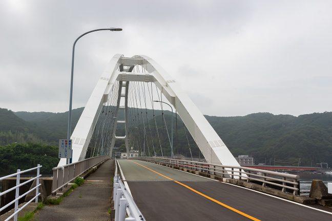 麻生の浦大橋を渡る
