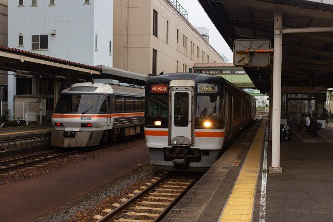 津駅で亀山行に乗り換えるため快速「みえ」から下車