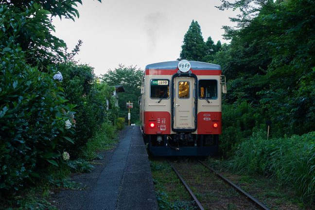国鉄時代の塗装に復刻されたキハ20系が定期運用についていた