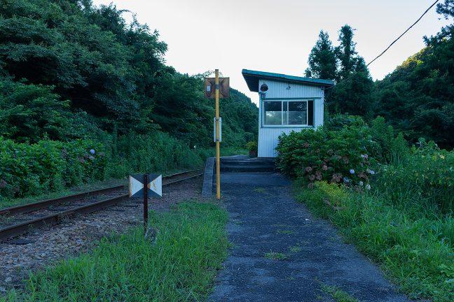 日も陰った夕刻になって久我原駅に到着した
