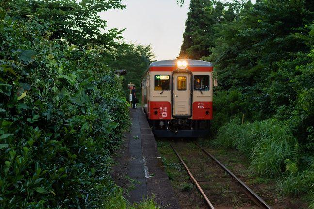 大多喜に向かう普通列車には利用者の姿があった