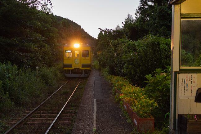 いすみ鉄道色の350型単行気動車が到着した