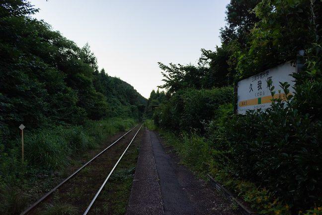 束の間の喧騒が過ぎれば、駅はまた、虫の音色に包まれる