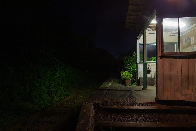 この時刻になると誰かが駅を訪れる気配もなくなった