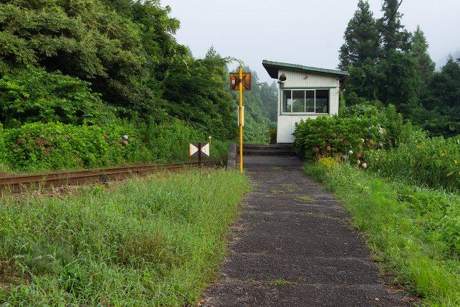 午後には再訪する久我原駅舎にしばし別れを告げる
