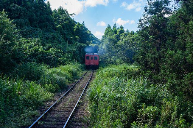 キハ52の復刻塗装車は、古き良き国鉄ローカル線時代を彷彿とさせる