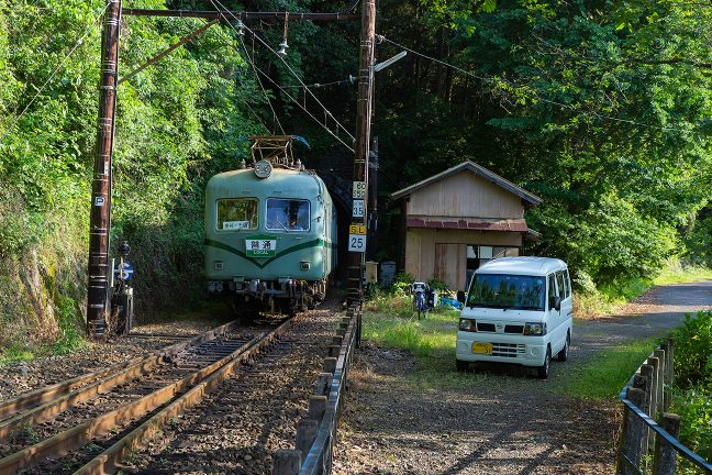 神尾駅に到着すると元南海電鉄の車両が普通列車としてやってきた