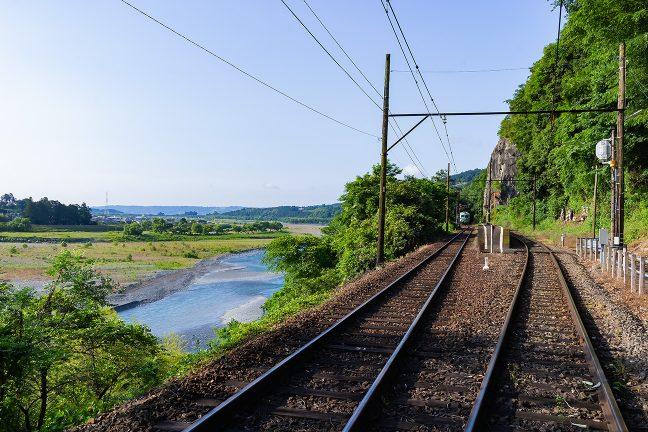 平野が近いことを感じさせる神尾駅の風景