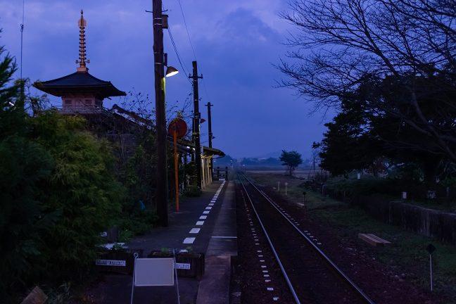 播磨路の旅情駅は、まだ、眠りの中にいるかのようだった