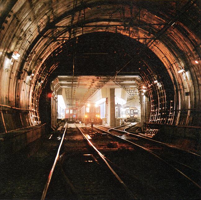 引用図:トンネル内から見た難波駅「80年のあゆみ(近畿日本鉄道・1990年)」