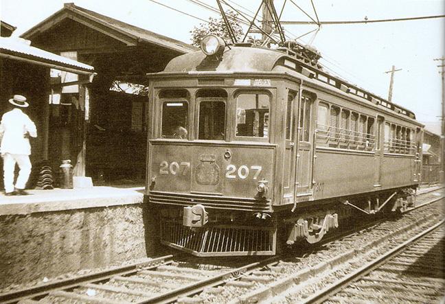 引用図:恩智まで開通したときに新造した201形電車「80年のあゆみ(近畿日本鉄道・1990年)」